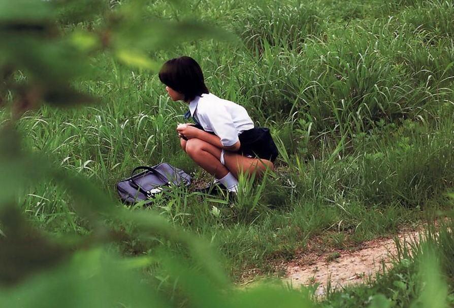 放尿盗撮,うんこ座り,おしっこ,エロ画像