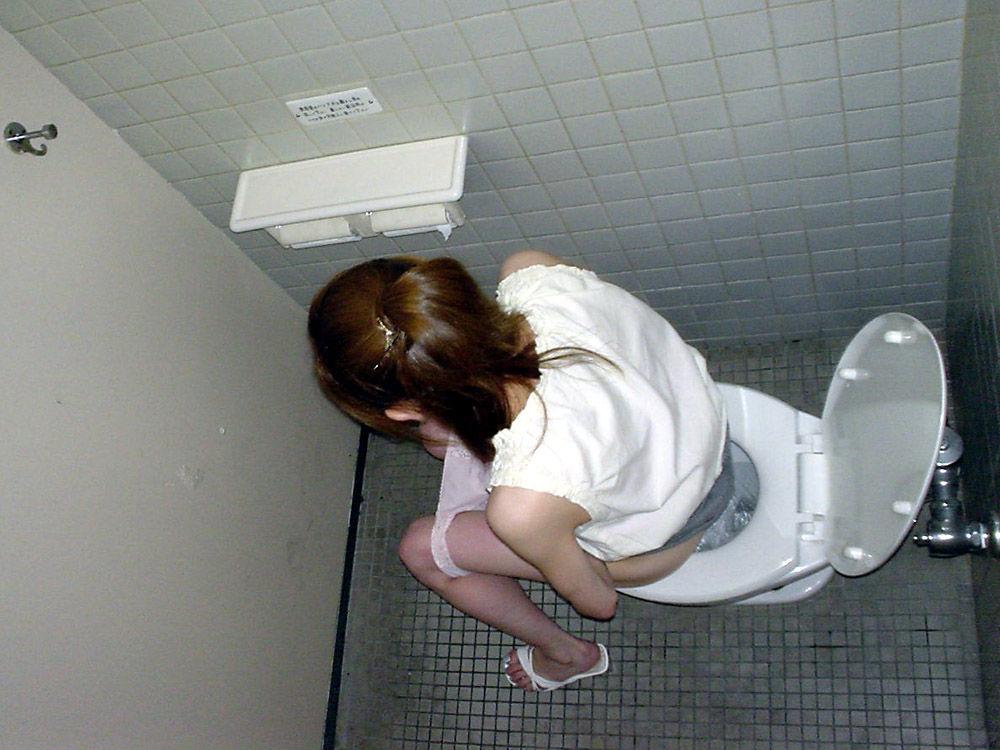 放尿,俯瞰盗撮,エロ画像,女子トイレ