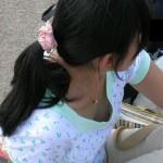 【乳首あり】夏になると解き放たれる女性の胸チラエロ画像