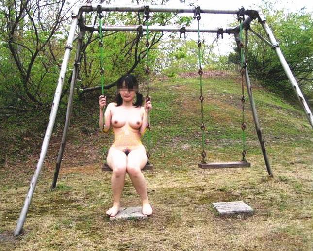 全裸,半裸,公園,遊具,野外露出,エロ画像