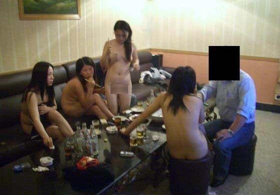【風俗情報】中国では全裸の女とカラオケできるらしい