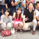 【集合写真】最前列ど真ん中で一人だけパンモロしてる女がマジで可愛い