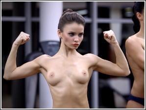 ロシアの集団ヌード撮影の舞台裏がエ口過ぎる。