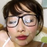 ザーメンで眼鏡が曇った!メガネに精液をぶっかけたエロ画像