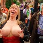 悪ノリ熟女やおふざけギャルがおっぱいを晒す海外のエロ画像