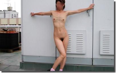 華奢な女性の細い裸体を堪能できるガリガリヌードなエロ画像 ④