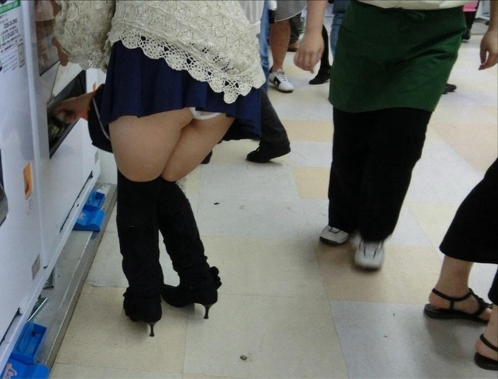 スカート パンツ ミニスカ パンチラ 盗撮 エロ画像