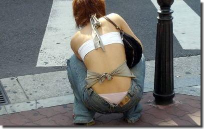 ギャルの背中丸見えじゃん!後ろ姿がセクシーな街撮りエロ画像 ②