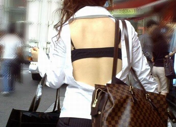 ギャル 背中 丸見え 後ろ姿 セクシー 街撮り エロ画像
