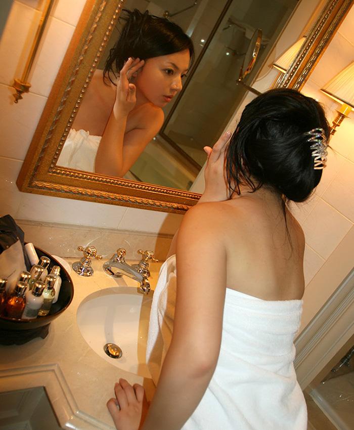 風呂上がり 全裸 美人 バスタオル エロ画像【22】