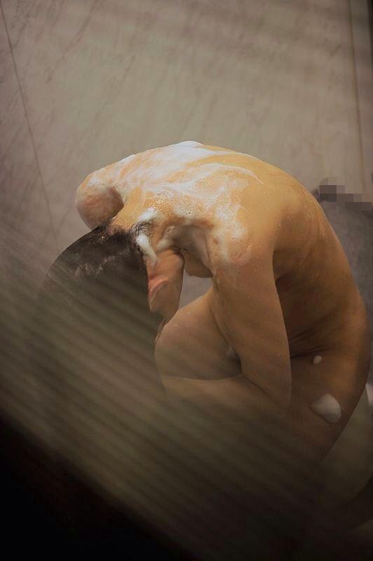 髪の毛 シャンプー 洗う シャワー 流す 風呂 エロ画像【9】