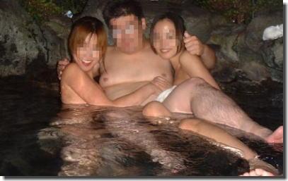 全裸の男女が混浴露天風呂に入湯中のエロ画像 ④