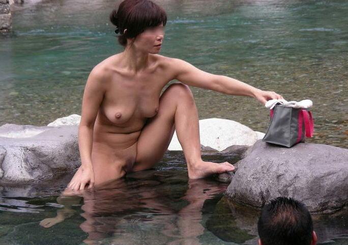 全裸 男女 混浴 露天風呂 エロ画像
