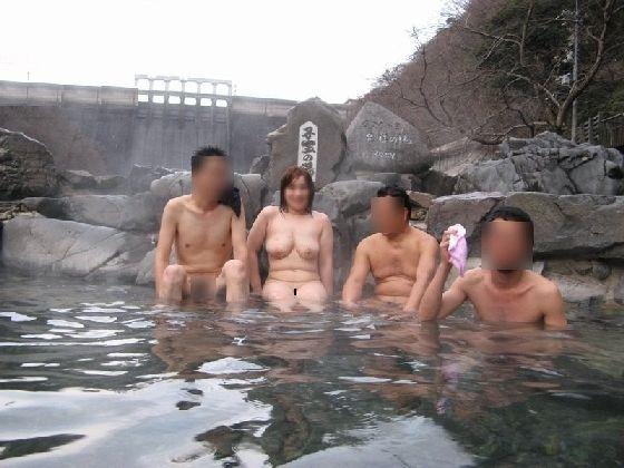 全裸 男女 混浴 露天風呂 エロ画像【5】