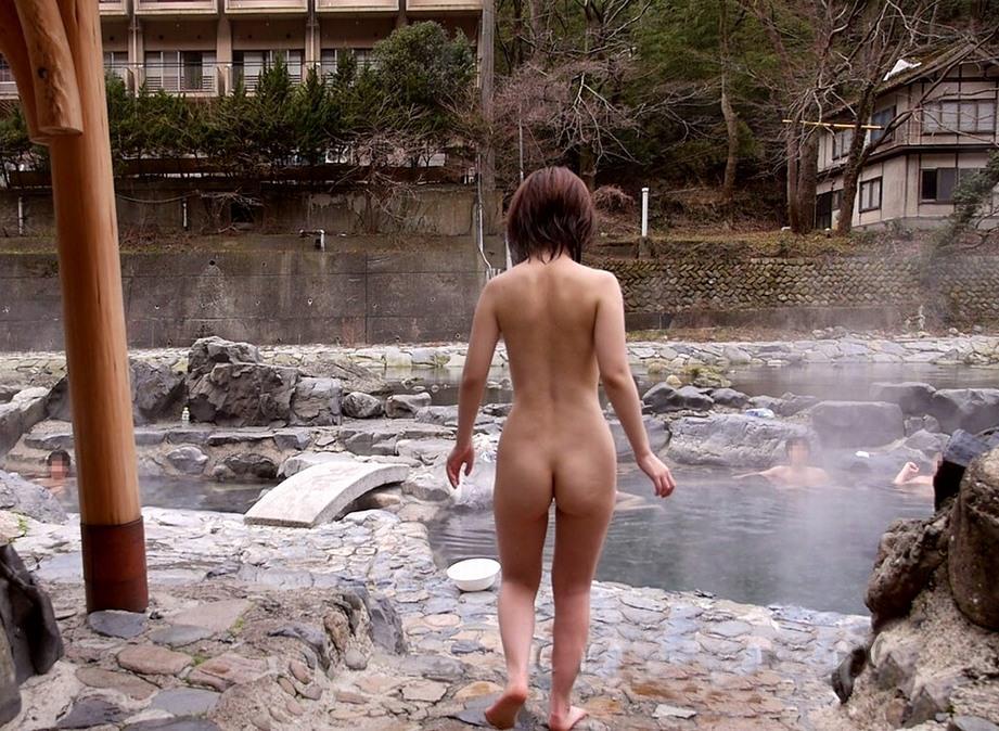 全裸 男女 混浴 露天風呂 エロ画像【25】