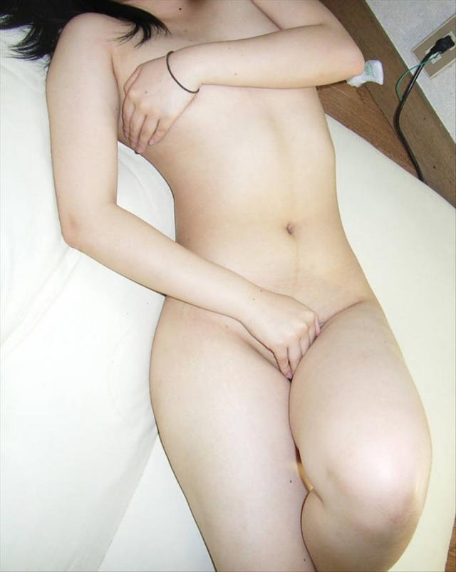 おっぱい マンコ 隠す 手ブラ 手パンツ 素人 エロ画像【15】