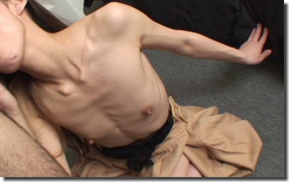 細い体フェチ!ガリガリな女性でガチガチに勃起するエロ画像 ②