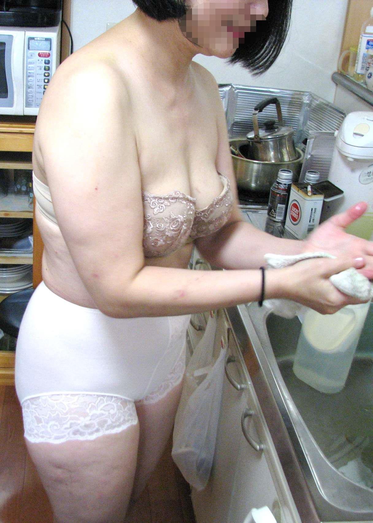 主婦 淫ら 私生活 熟女 人妻 家庭内 流出 エロ画像【4】