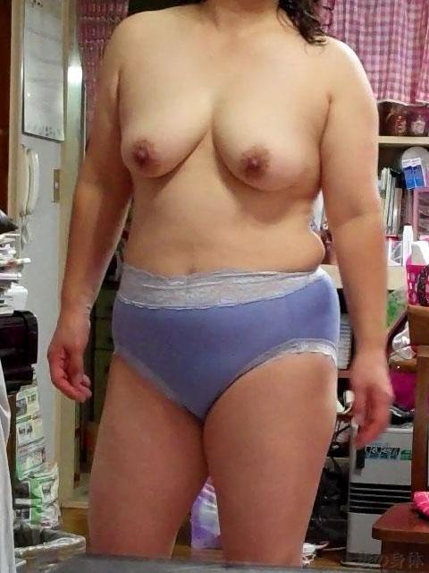 主婦 淫ら 私生活 熟女 人妻 家庭内 流出 エロ画像【29】