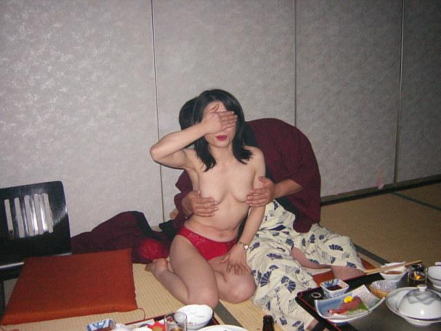 おばちゃん 温泉コンパニオン 人妻 熟女 エロ画像【3】