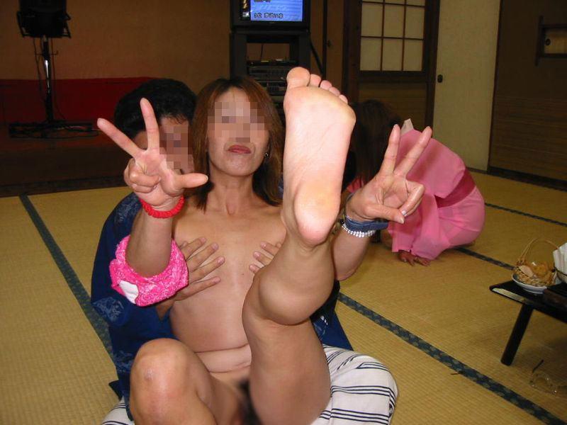 おばちゃん 温泉コンパニオン 人妻 熟女 エロ画像【13】