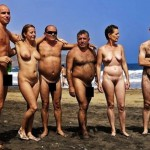 ヌーディストビーチが老若男女全員全裸だったエロ画像