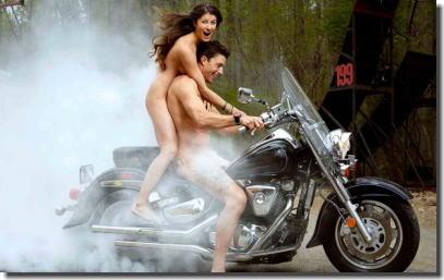 全裸・半裸・下着姿でバイクに跨るモーターサイクルエロ画像 ②