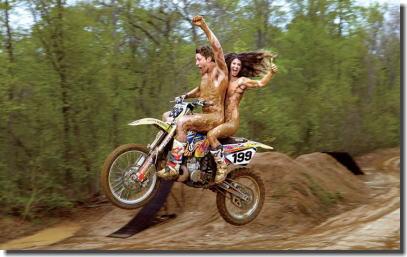 全裸・半裸・下着姿でバイクに跨るモーターサイクルエロ画像 ③