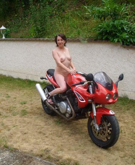 全裸 半裸 下着 バイク モーターサイクル エロ画像【3】
