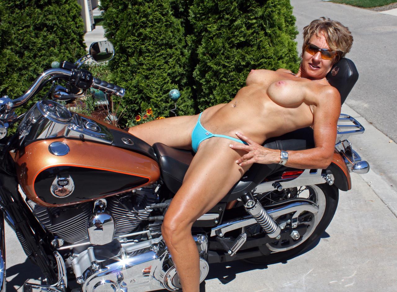 全裸 半裸 下着 バイク モーターサイクル エロ画像【5】