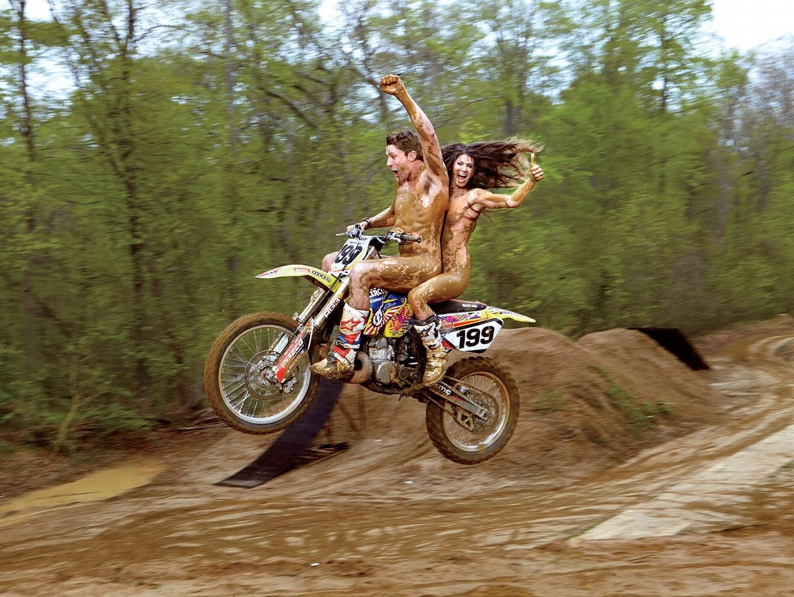 全裸 半裸 下着 バイク モーターサイクル エロ画像【26】