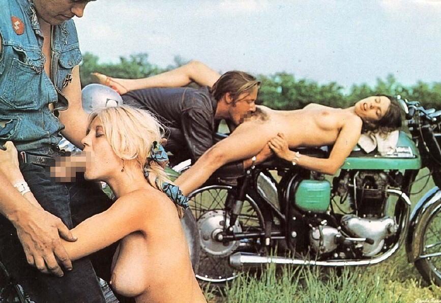 全裸 半裸 下着 バイク モーターサイクル エロ画像【31】