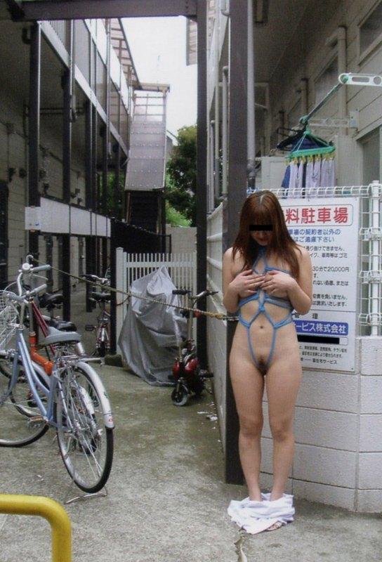緊縛 拘束 放置プレイ 野外調教 エロ画像【12】