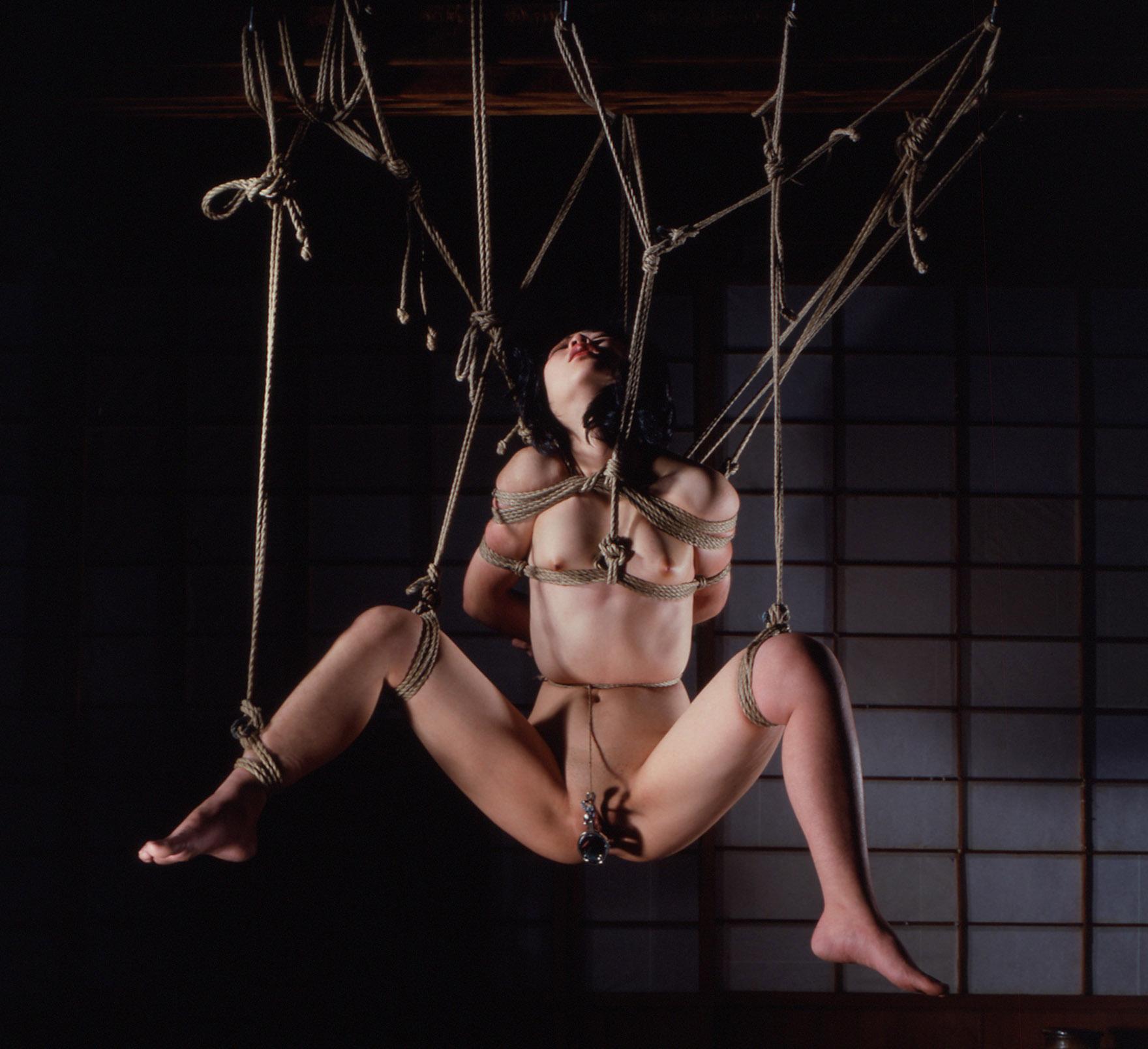 熟女 緊縛 吊り