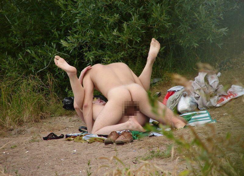 昼間 野外 セックス 青姦 カップル エロ画像