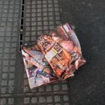 使用済のエロ本が路上や草むらにポイ捨てされてる画像集