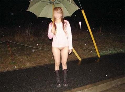 雨 晴れ 雪 傘 露出狂 エロ画像【27】