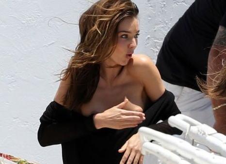 【画像】海乳輪どころかマン毛まで露出した外セレブモデルのミランダ・カー