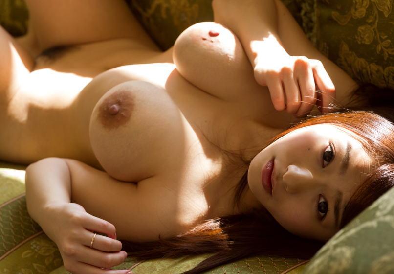 ママドルAV女優白石茉莉奈のデカ乳輪を拝めるエロ画像
