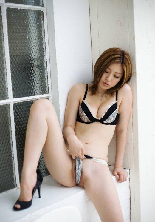 お姉さん パンツ 食い込み 美女 ハミ肉 エロ画像【11】