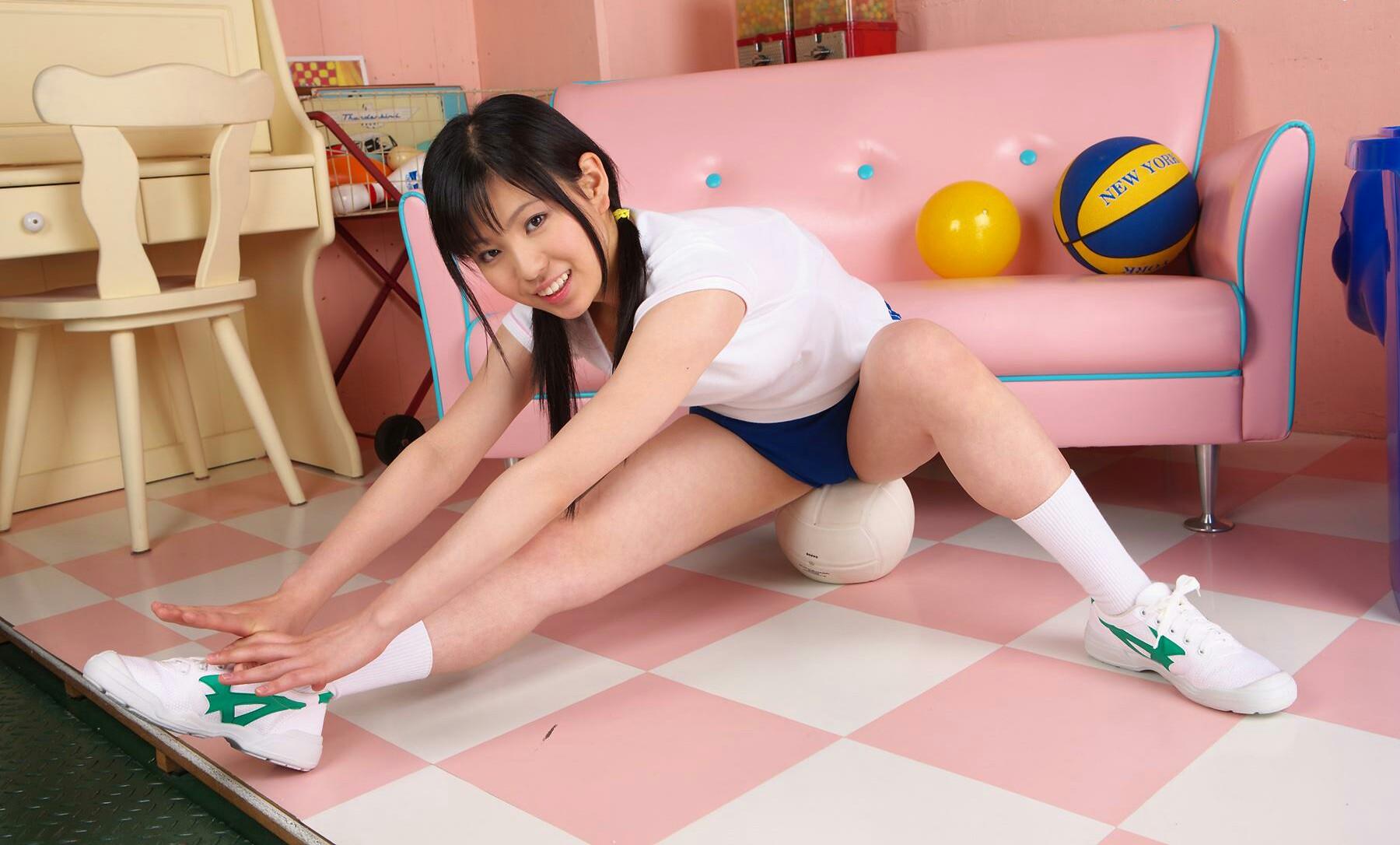 お尻 ボール 潰す 玉乗り ブルマ エロ画像【10】