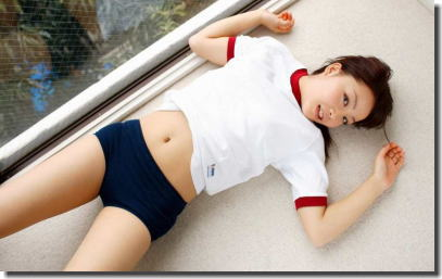 体操服が捲れてお腹が出てるヘソ出しブルマのエロ画像 ②