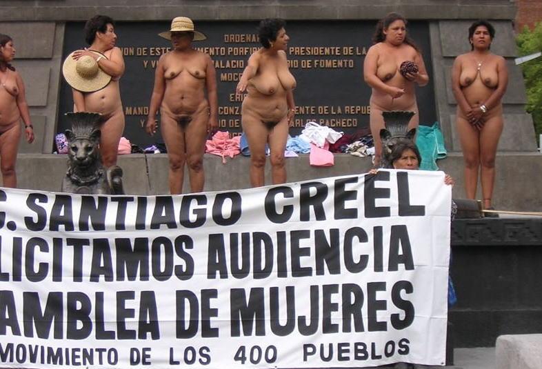 おっぱい 全裸 抗議 メキシコ 熟女 エロ画像