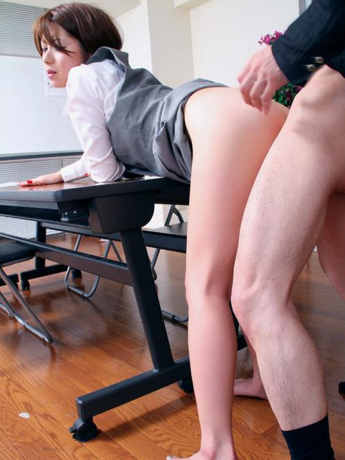OL 社内 リーマン セックス セクハラ エロ画像【14】