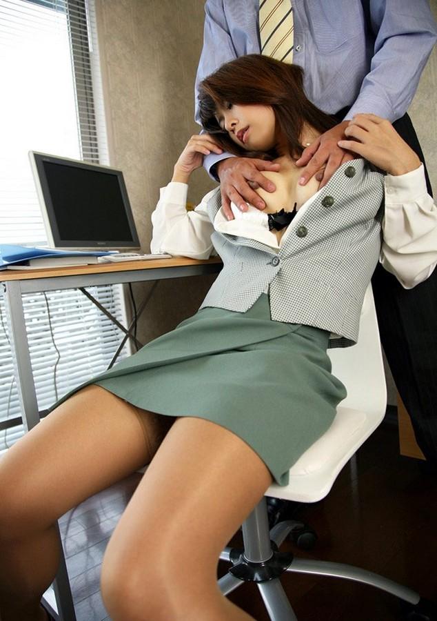 OL 社内 リーマン セックス セクハラ エロ画像【24】