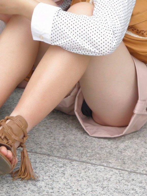 ホットパンツ ショートパンツ 隙間 パンチラ エロ画像【12】