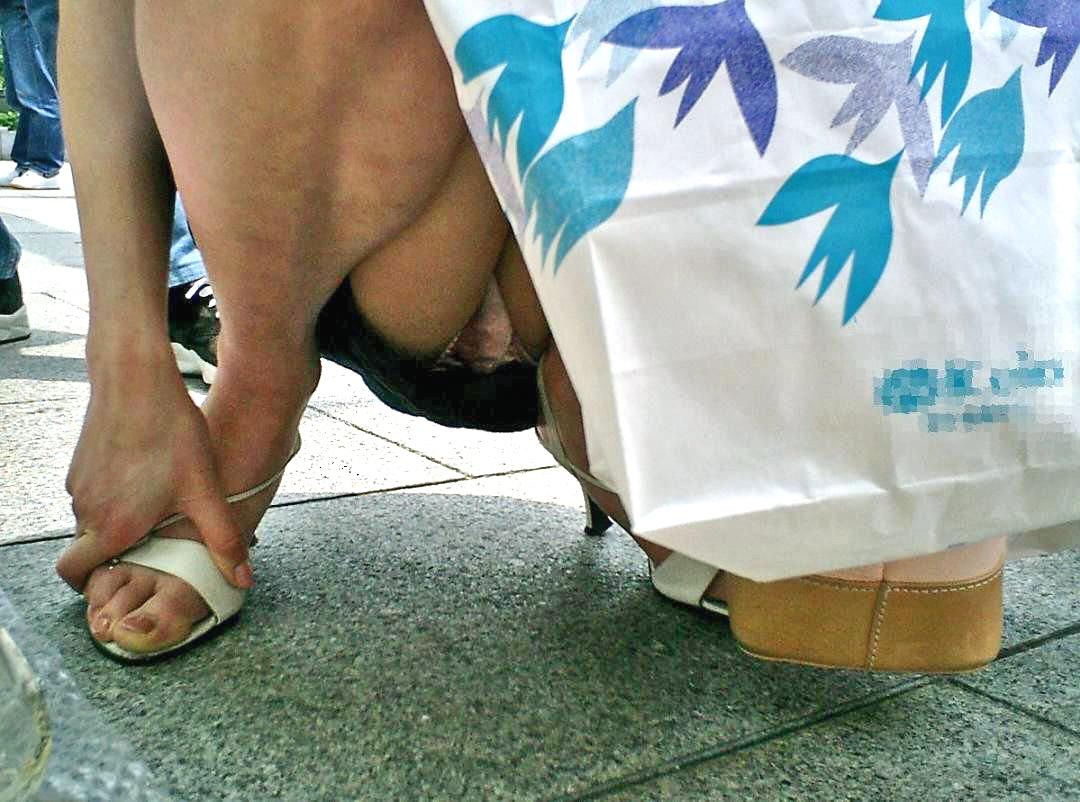しゃがみパンチラ 股間 モッコリ 膨らむ エロ画像【15】