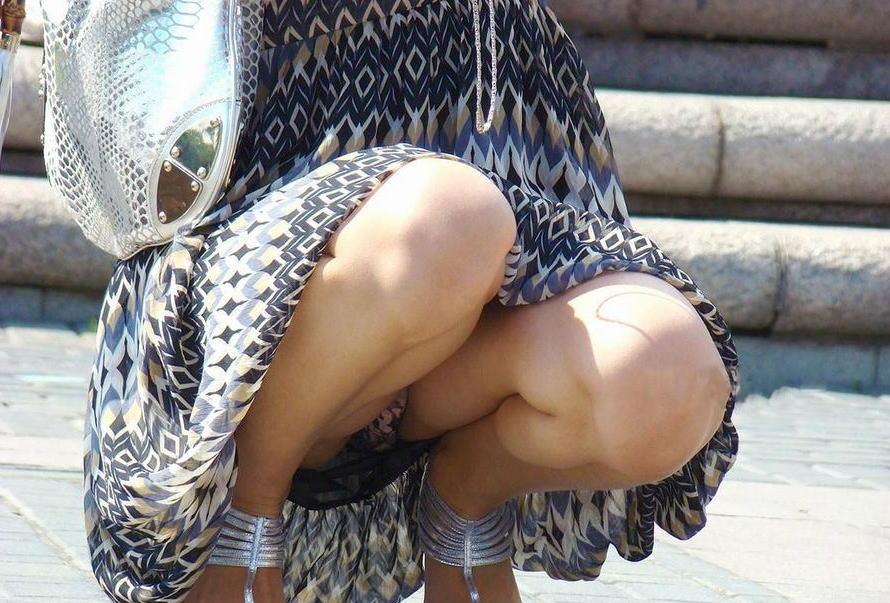 しゃがみパンチラ 股間 モッコリ 膨らむ エロ画像【26】