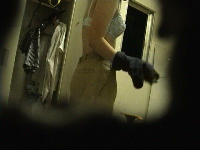 更衣室 脱衣所 隠し撮り 着替え 抜ける エロ画像【16】
