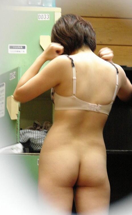更衣室 脱衣所 隠し撮り 着替え 抜ける エロ画像【29】